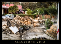 Anche i muri di cinta hanno subito la furia dell'inondazione. Even the walls sustained damages by the fury of the flood